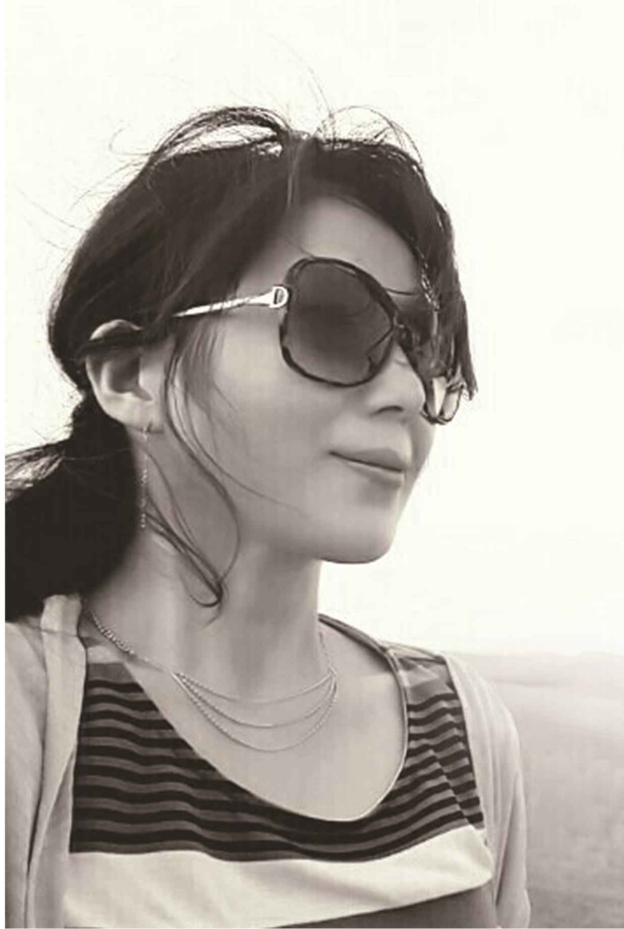 1.흑백 프로필사진.png